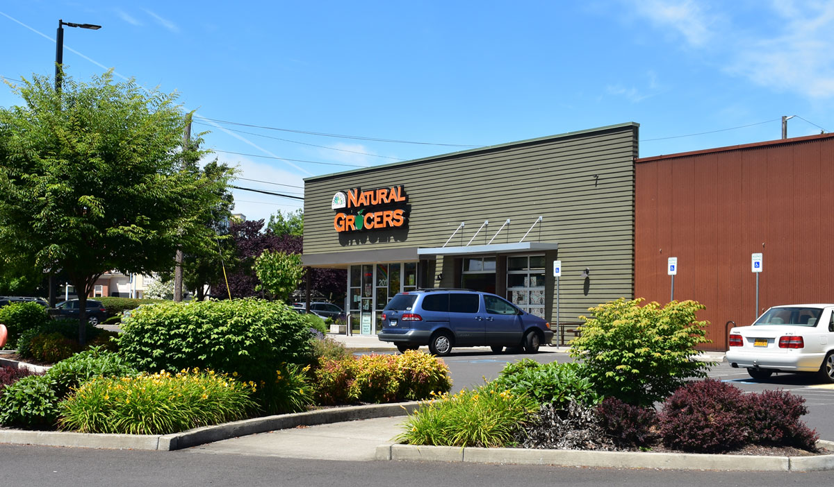 Natural Grocers, Eugene, OR | Dougherty Landscape Architects